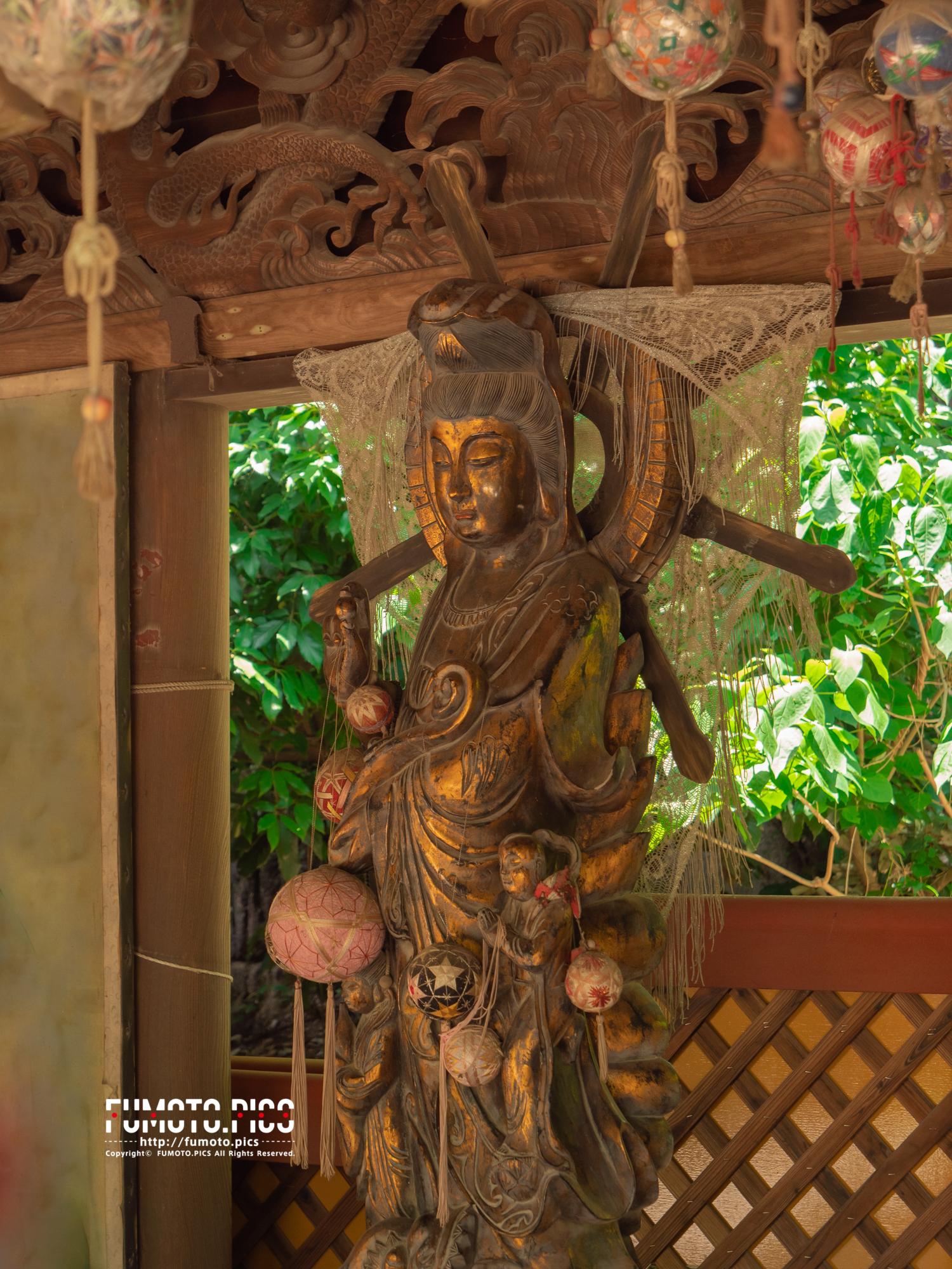 絵馬堂の菩薩像