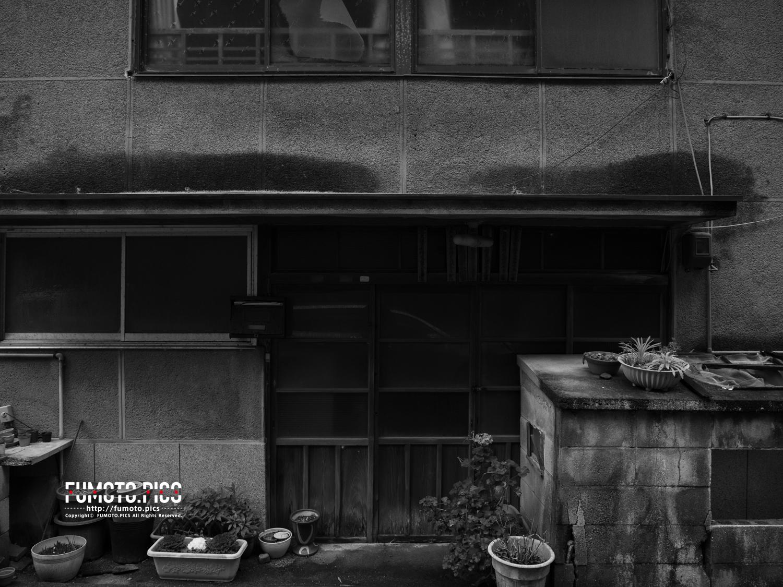 昭和に建てられたようなコンクリート製の民家