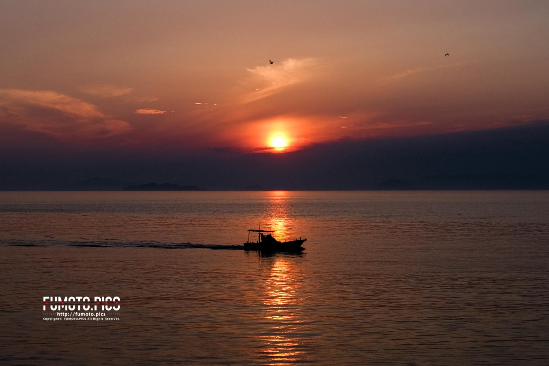 ここでは瀬戸内海に沈む、美しい夕陽を見る事ができる