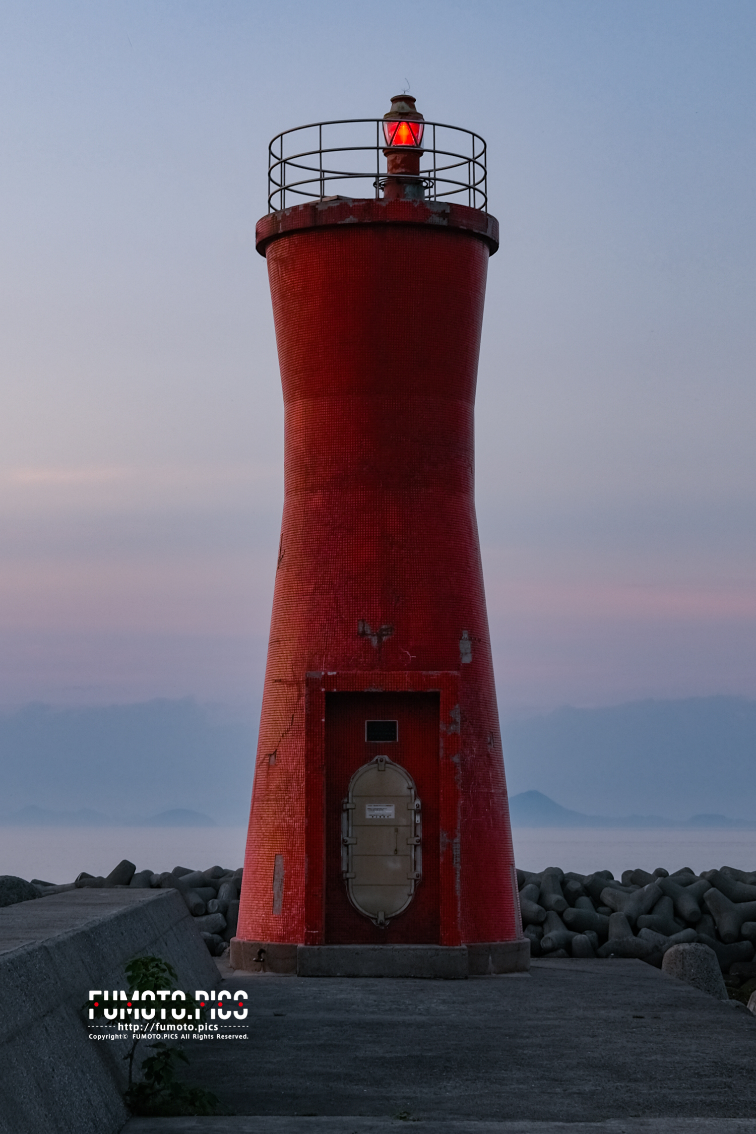 双海の赤い灯台