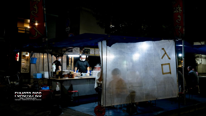 高知市のグリーンロード(別名屋台通り)には普段なら3〜4店の屋台が出店している